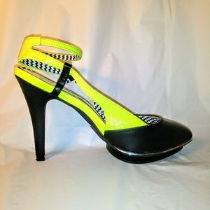Mark. Neon yellow size 8
